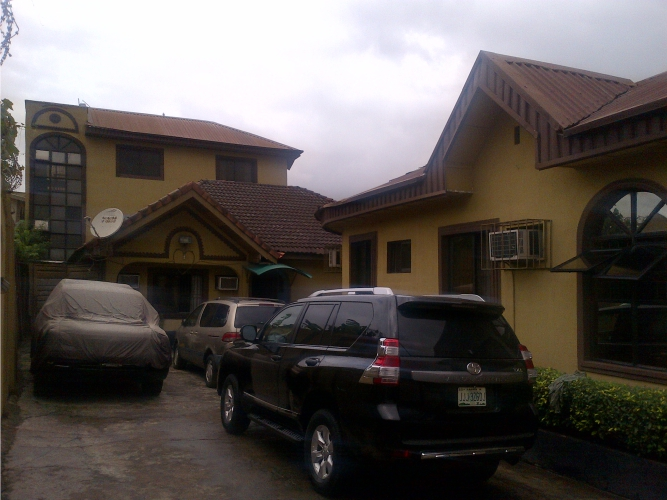 Kola Akomolede & Co. For sale 14 rooms guest house on a plot 1,100m2 at Yaba, Lagos(1)
