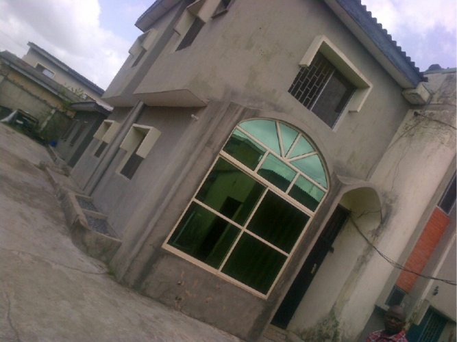 Kola Akomolede & Co. For sale 4 Bedroom wing of duplex+3 rooms BQ at Amuwo Odofin, Lagos(2)