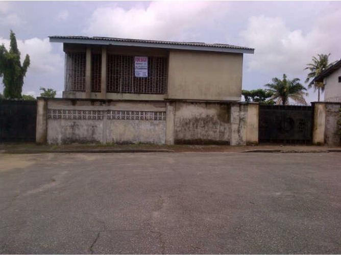 Kola Akomolede & Co. For sale 5 bedroom Detached House +BQ at FESTAC town, Lagos