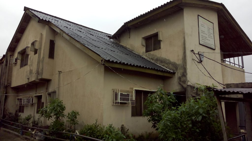 a-block-of-1-wing-5-bedroom-house-2-units-of-3-bedroom-flats-at-okota-lagos-for-sale-1